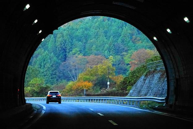 201114_16T_トンネル風景・RX10M3(車中) (5)