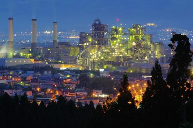 セメント工場夜景