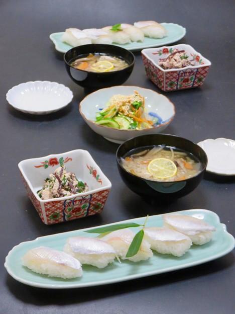 今晩は、小鯛のささ漬け握り寿司、紫ほうれん草の白和え、白菜の浅漬け、そば米汁