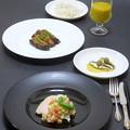 Photos: 今晩は、トルコ料理 蒸し鶏 羊飼いのサラダ、お坊さんの気絶(茄子の野菜のソテー詰め)、ゼイティン・ハシム(カタクチイワシとオリーブの前菜)、カバック・チョルバ
