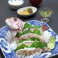 Photos: 今晩は、鯛姿造り、もずく酢、南瓜の信田煮、玉ねぎとわかめの味噌汁、ご飯