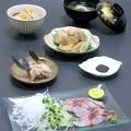 Photos: 今晩は、イサキ焼き霜造り、イサキのカマ塩焼き、里芋と牛蒡の信田煮、舞茸の清汁、松茸ご飯