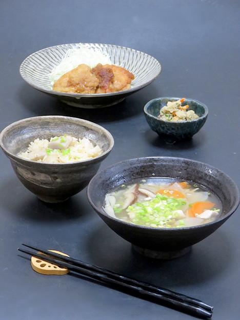 今晩は、豚生姜焼き、卯の花煮、そば米汁、里芋ご飯