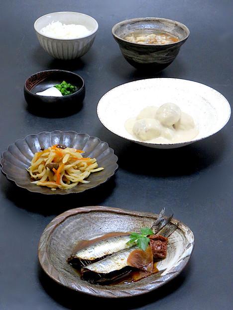 今晩は、いわしの梅干し煮、里芋の胡麻味噌煮、切り干し大根信田煮、蕪の漬物、そば米汁プルチー二風味、ご飯