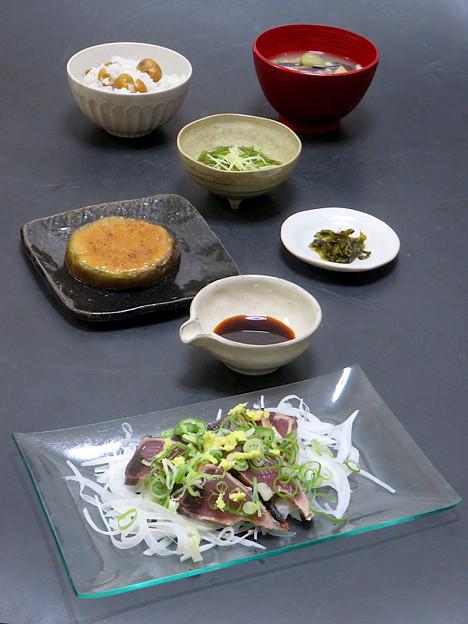今晩は、かつお土佐造り 加減酢、賀茂茄子田楽、鳴門産めかぶ土佐酢和え 針生姜、茄子と茸の味噌汁、栗ご飯