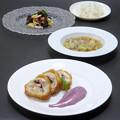 Photos: 今晩は、鶏もも肉のインパナータ 紫いもと紫玉ねぎのピュレ添え(チーズ、ベーコン、春菊)、角切り野菜のスープ(人参、紫玉ねぎ、キャベツ、蕪、茸)、冬支度のサ