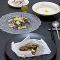 Photos: 今晩は、アンチョビバター風味のきのこと鱈のカルトッチョ、旬菜サラダ(紫キャベツ、カリフラワー、赤蕪、レタス、アスパラガス、菊花)ラフランスドレッシング、カ