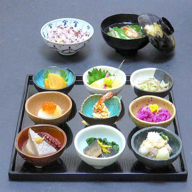 今晩は、丸十黒米新米ご飯、銀杏松葉串、里芋の胡麻味噌煮 百合根 ほうれん草 蟹身、海老ぶぶあられ揚げ、紫甘藍とカシューナッツのマリネ、おでん、だし巻き玉子、いく