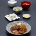 今晩は、ぶり大根、大和まなの信田煮、里芋の唐揚げ、根菜スープ