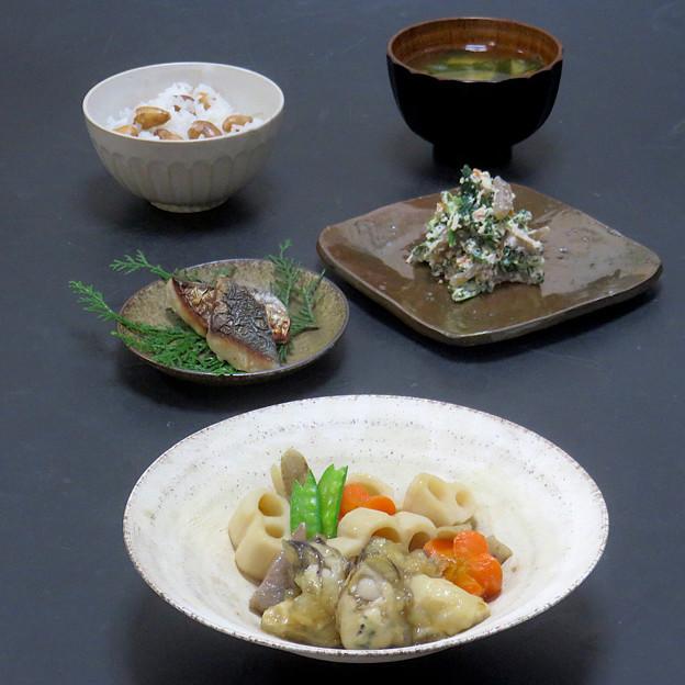 今晩は、牡蠣の筑前煮、鰆の西京焼き、ほうれん草の白和え、端野菜とわかめの味噌汁、アピオスご飯