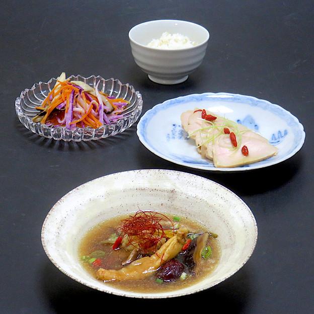 今晩は、参鶏湯風薬膳スープ、酔っ払い鶏、ナムル風旬菜和え、玄米ご飯