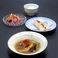 Photos: 今晩は、参鶏湯風薬膳スープ、酔っ払い鶏、ナムル風旬菜和え、玄米ご飯