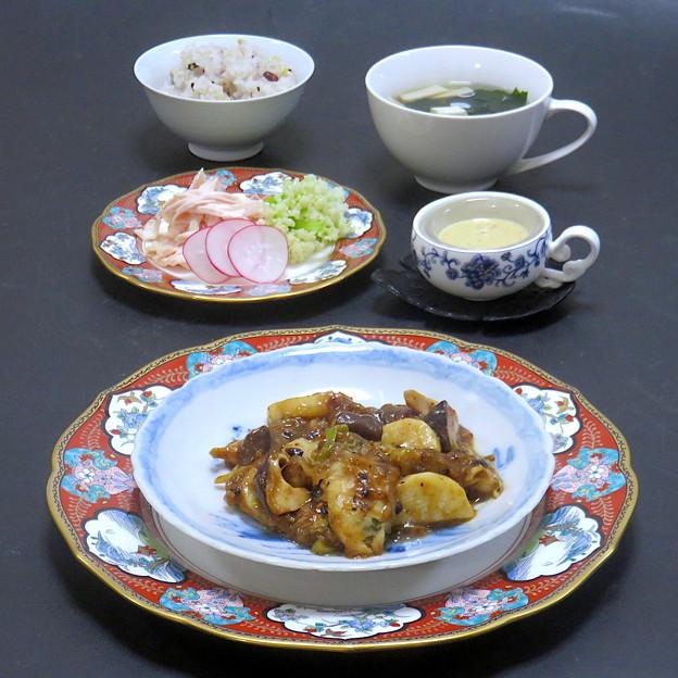 牡蠣と長芋の豆豉炒め、しっとり蒸し鶏とカリフローラの棒棒鶏風サラダ、わかめと豆腐の鶏ガラスープ、雑穀ご飯
