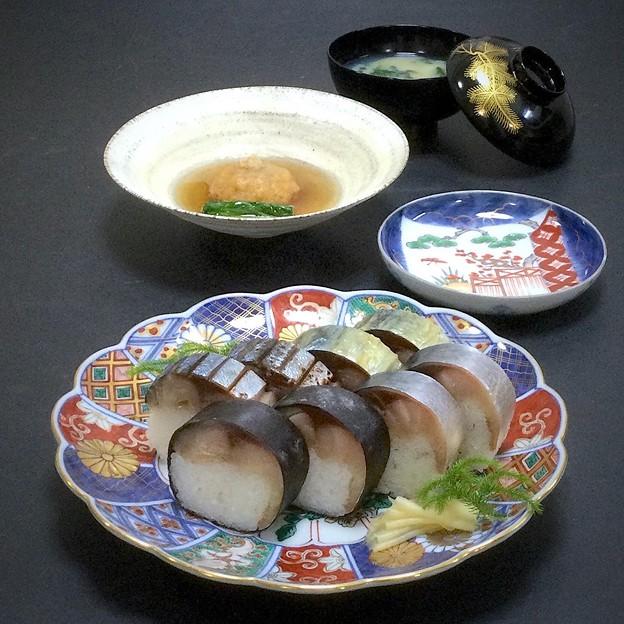 今晩は、鯖棒寿司食べ比べ(すぐき、求肥巻き、白板昆布巻き、焼き)、蓮根饅頭の銀餡かけ、牡蠣と春菊の味噌汁