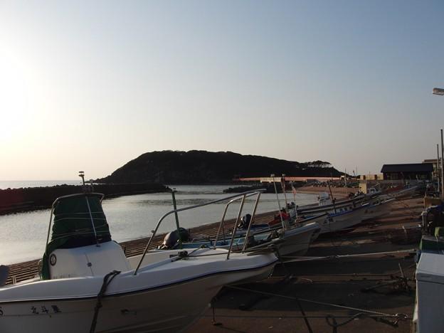 漁港と雄島
