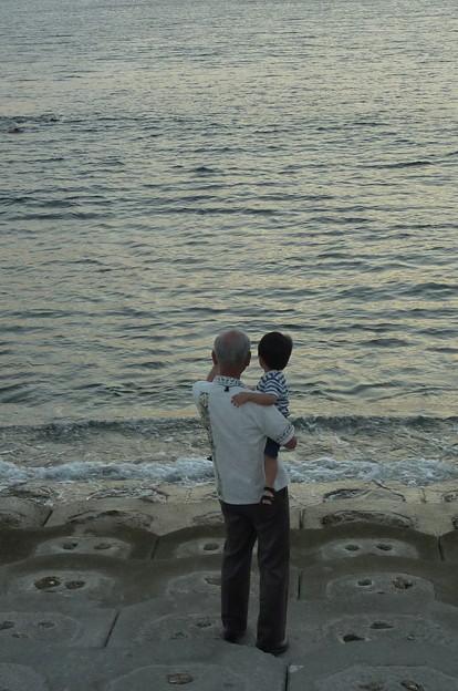 写真: 孫と一緒に