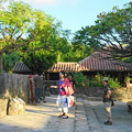 写真: 竹馬と古民家と..