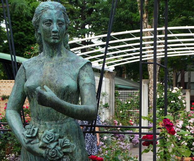 東京競馬場@女神のブロンズ像