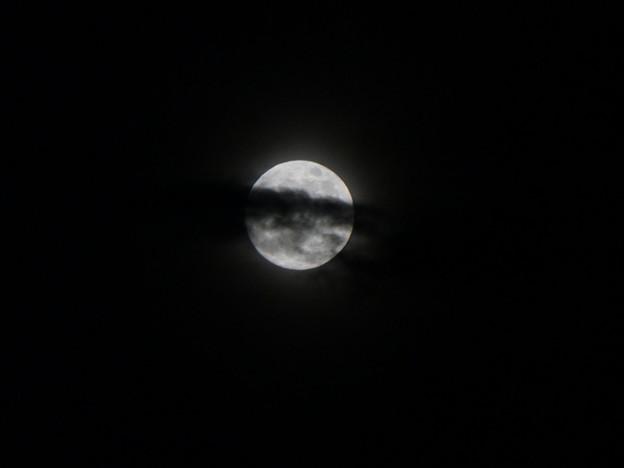 江の島から見た月