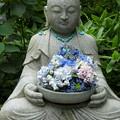 写真: 花想い地蔵