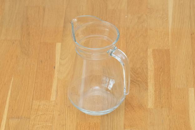 写真: ガラス製ピッチャー