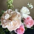 Photos: 花を飾る