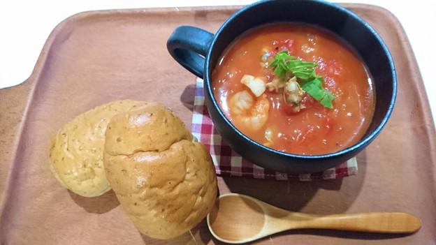 G先生にこれを。海老のトマトスープです。