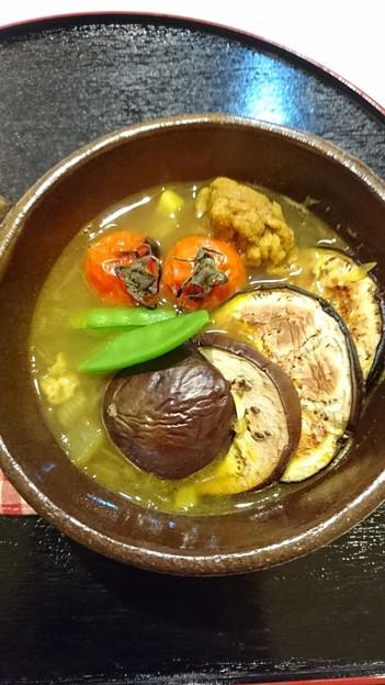 G先生にこれを。豚肉と焼いた茄子とトマトのカレースープです
