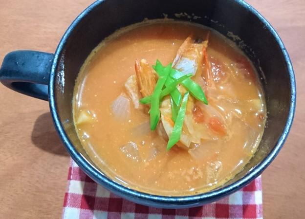 G先生にこれを。海老のトマトクリームスープです。