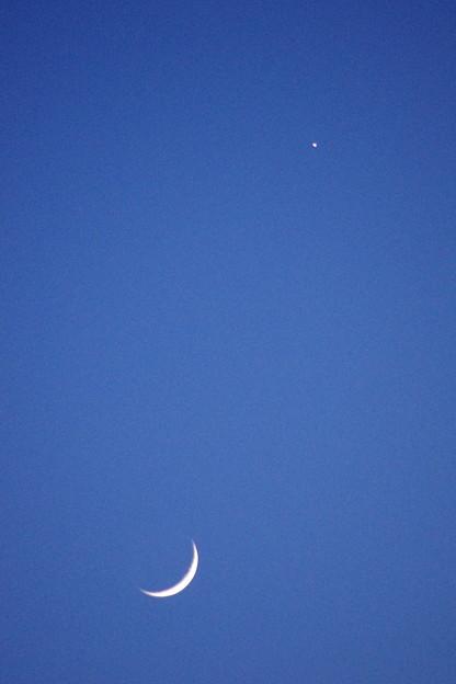 写真: 月と宵の明星