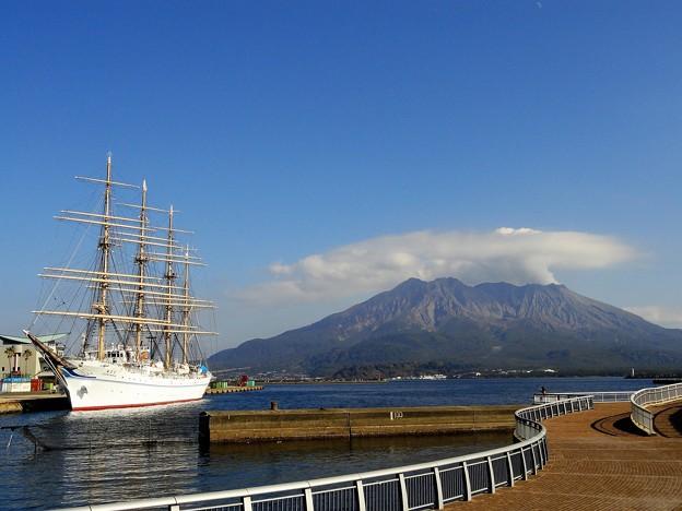 海王丸と桜島