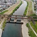 写真: 信越本線の鉄橋上空