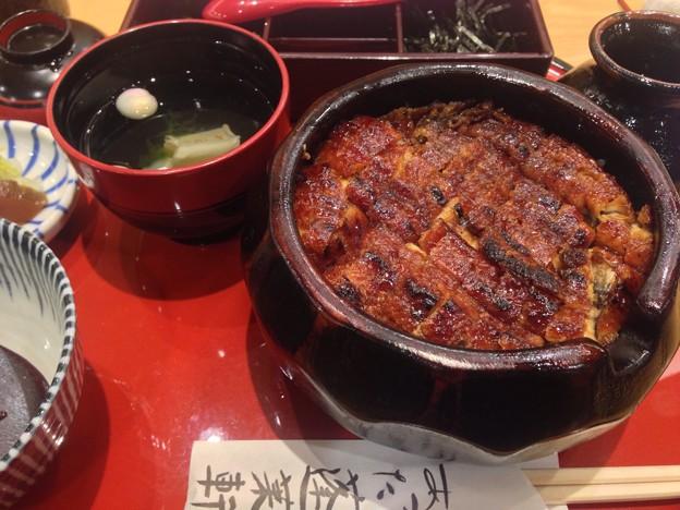 念願の老舗でいただいた元祖ひつまぶしが完璧絶品だった件(^人^)先日みたいに御馳走になるのも有難いし、今日みたいに食べたい時に食べれる自由も楽しい♪これからも良い生活=良い仕事がんばるヨ??
