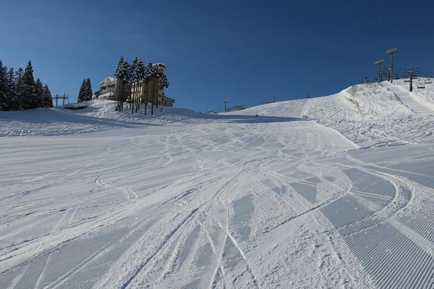180208-3石打丸山スキー場・銀座ゲレンデ・最大斜度部分を下から