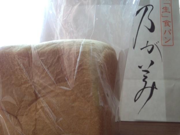 乃が美の高級「生」食パン♪ふわふわもっちり噛むほどに旨味が広がって何もつけなくて美味しい。っていうか何もつけたくない!ずっと噛んでたい!!