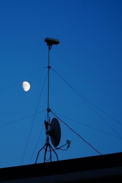 月とアンテナと。