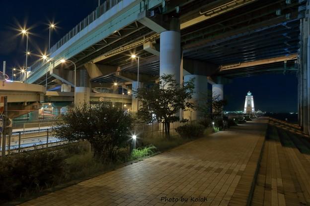 高速道路と燈台