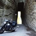 写真: 燈籠坂大師の切通しトンネル