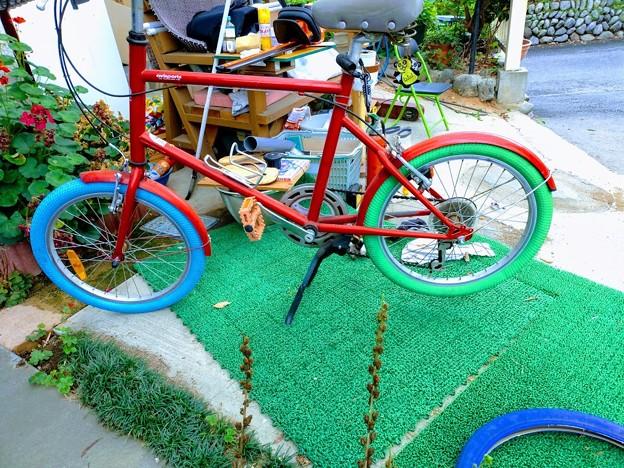 自転車タイヤ交換カラータイヤ
