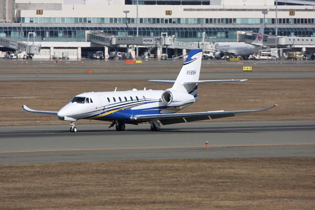 Cessna C680 N989H