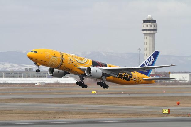 Photos: B777 ANA C-3PO takeoff