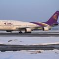 Photos: B747 HS-TGG THA670 到着