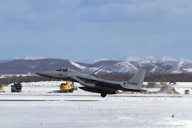 F-15J 820 203sq landing