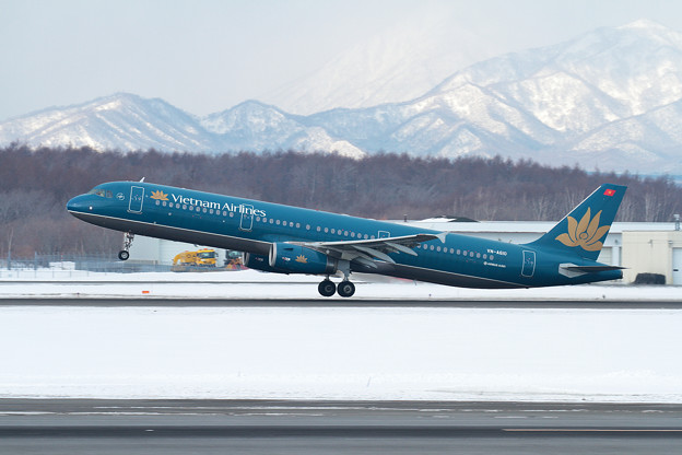 A321 Vietnam Airlines VN-A610 takeoff