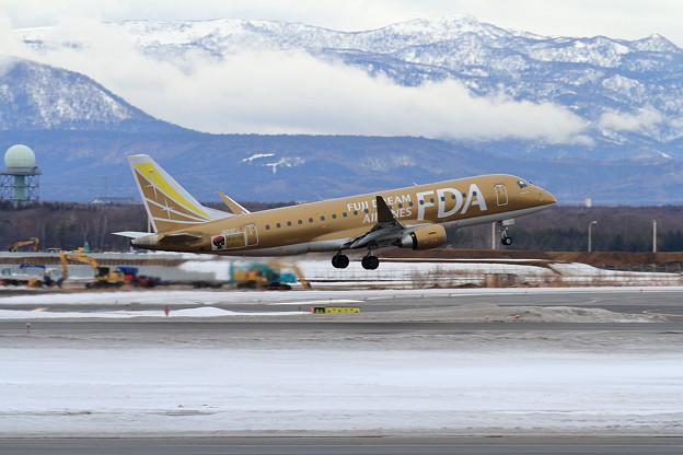 ERJ-175 FDA JA09FJ Rwy01L takeoff