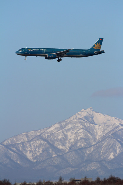 A321 Vietnam Airlines VN-A334 approach 恵庭岳