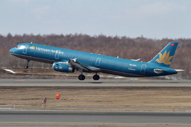 A321 Vietnam Airlines VN-A334 takeoff