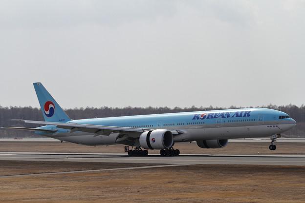 B777 KAL HL8209 landing