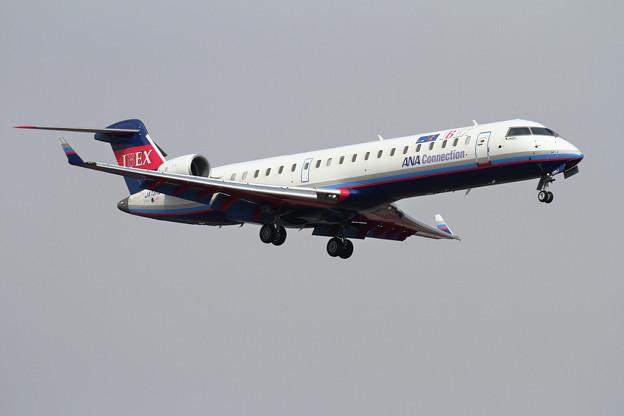CRJ-700ER IBEX JA13RJ approach