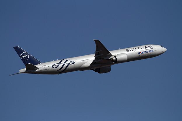 B777 KAL SKYTEAM takeoff